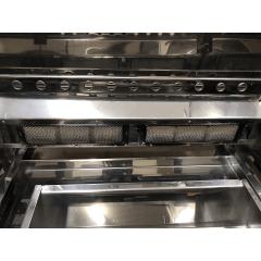 Churrasqueira portátil a gás ou carvão com tampa e sistema rotativo de grelha